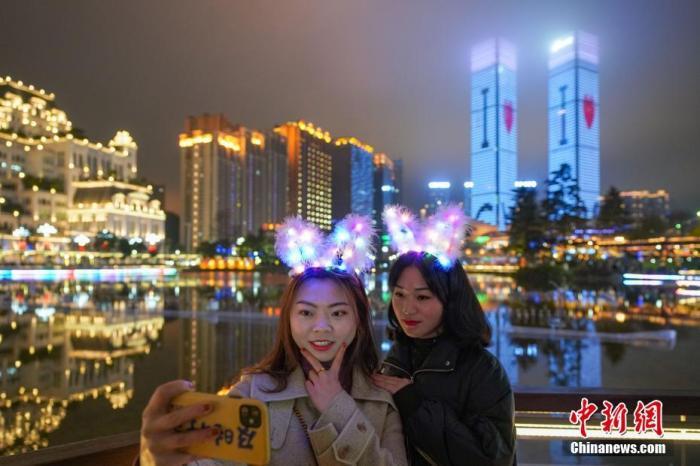 """经济观察:鼠年新春到,中国经济民生""""红包""""发不停"""