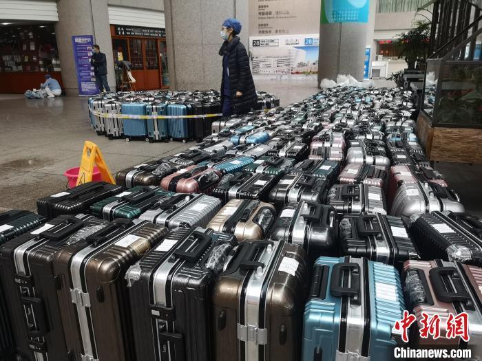 """浙江医疗队赴鄂支援:当""""平凡人""""披上非凡的外衣"""