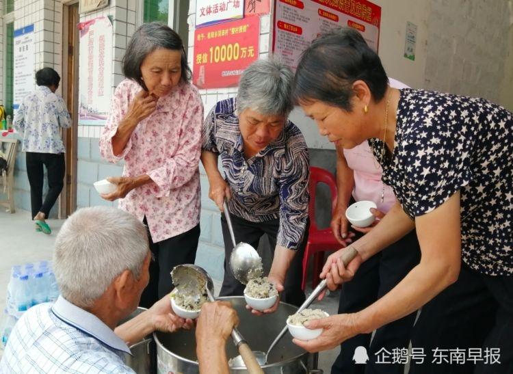 暖心! 德化:年轻人筹资为老人办爱心午餐