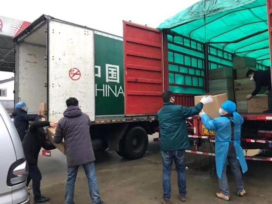 中国邮政为武汉医务工作者提供25万个口罩、5000套防护服
