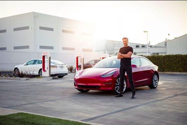《【华宇注册地址】Model 3永不过时 特斯拉内饰太简陋?首席设计师回应》