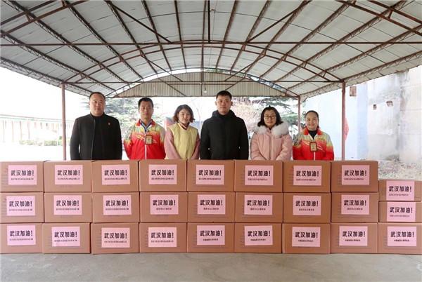 年三十,昌邑志愿者将50000副口罩捐赠至武汉