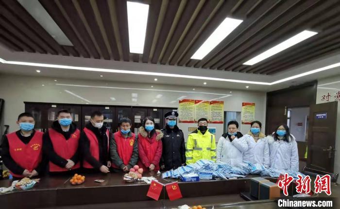 湖南衡山县一企业加班生产医用口