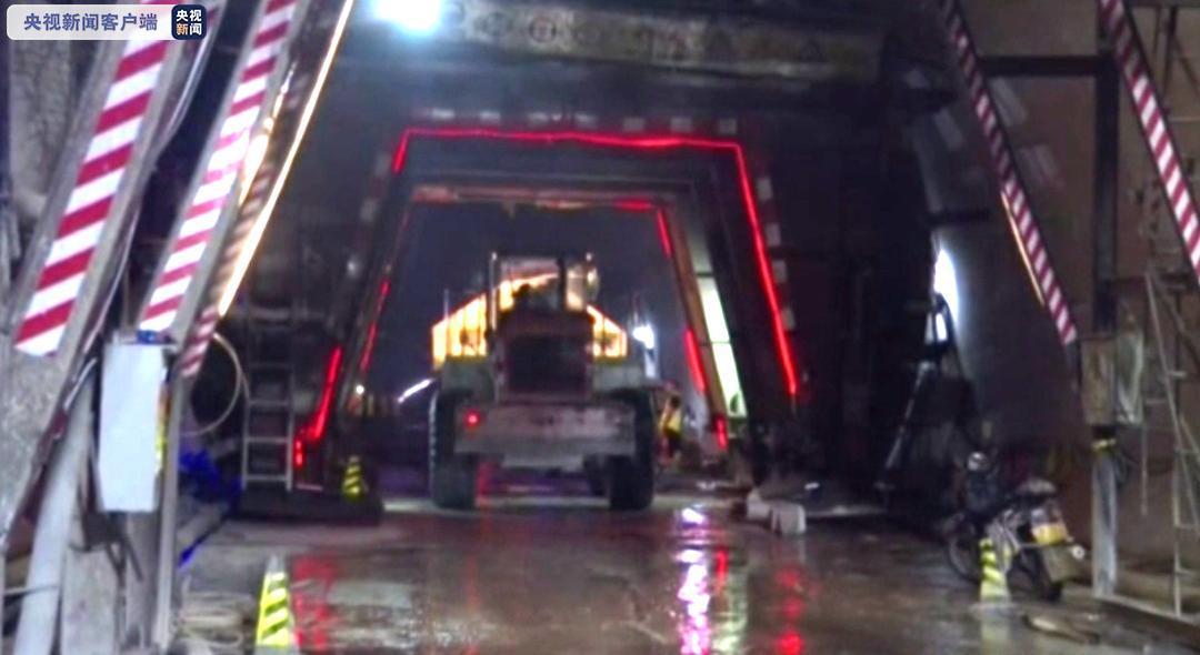 全长13325米!云南墨临高速公路全线最长隧道贯通图片