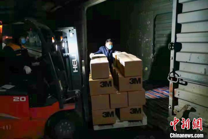 """铁路合肥货运中心开辟""""绿色通道"""" 全力做好紧急调配武汉防护服运输"""