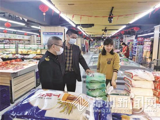商业超市:粮油价稳量足