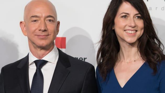 贝索斯前妻麦肯齐套现4亿美元亚马逊股票