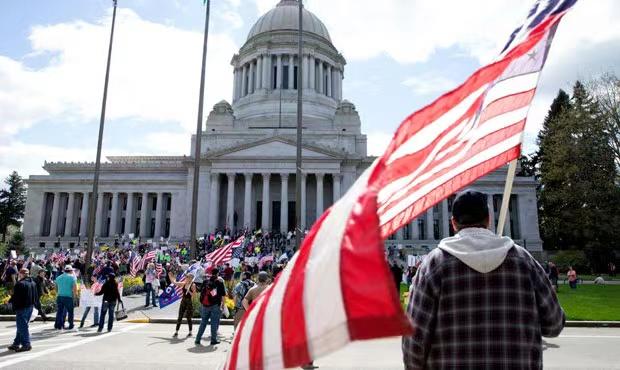 美国抗议活动仍在继续 多地上演街头全武行