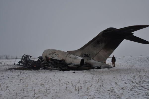美电子战军机在阿富汗坠毁 美军与塔利班对此各执一词