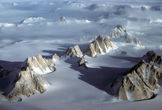 """走最远的路,爬最""""南""""的山,英国探险家攀南极之巅,成世间第三"""