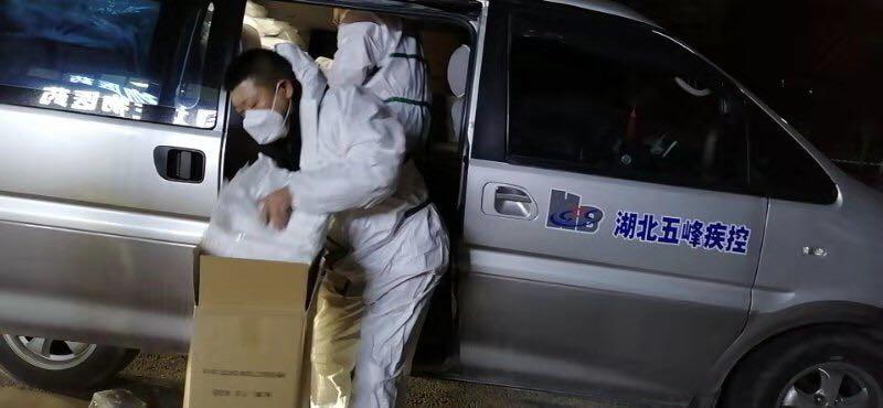 趣头条向湖北捐赠20万只医用口罩及1000套防护服