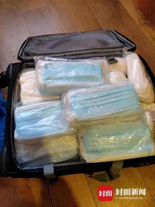 四川女子出境游丢掉衣服腾空行李箱 装5800个口罩回国免费送