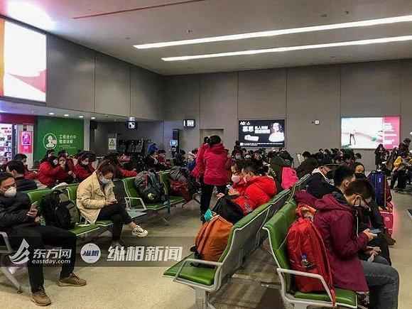 爱意爆棚!上海第二批援鄂医疗队行李超重,东航紧急换机!