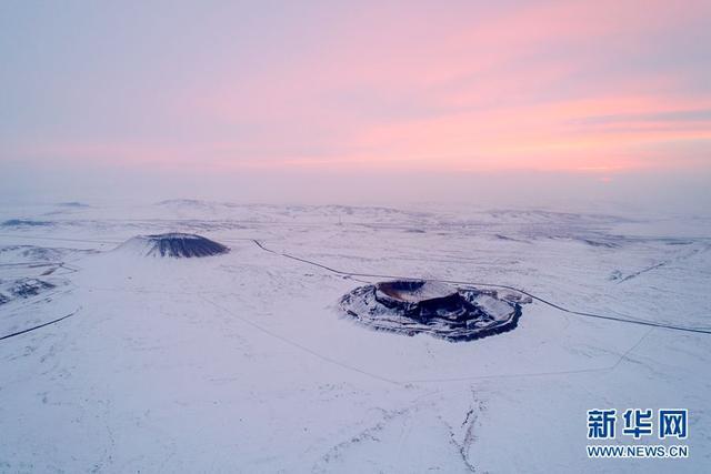 """「飞""""阅""""中国」乌兰哈达火山群:冰雪中的梦幻仙境"""