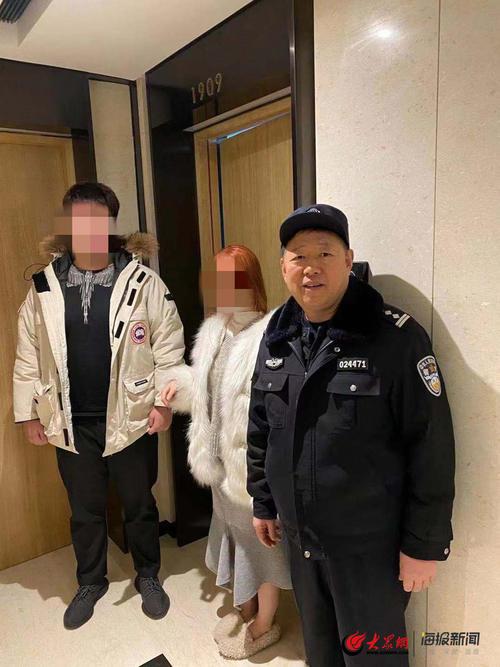 青岛一对男女因嫖资纠纷报警求助民警都去了