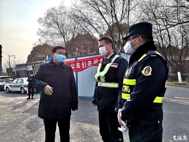 江苏省委书记所乘车辆村口被拦:外来车辆不让进村