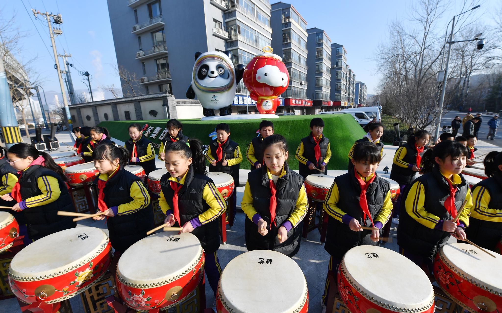 石景山全民冰雪嘉年华开幕,北京冬奥吉祥物落户冬奥社区图片
