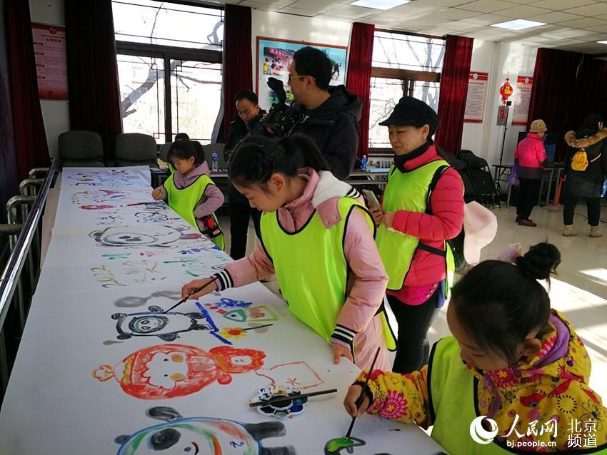 石景山全民冰雪嘉年华启动 北京冬奥吉祥物落户冬奥社区