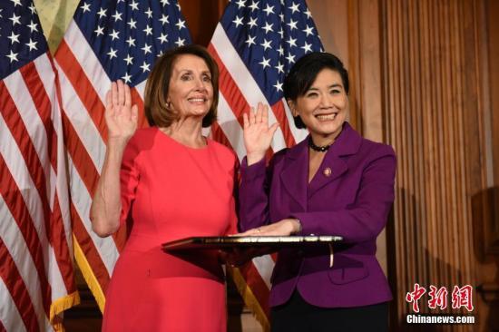 美国会众议院议长佩洛西。(左) 中新社记者 陈孟统 摄