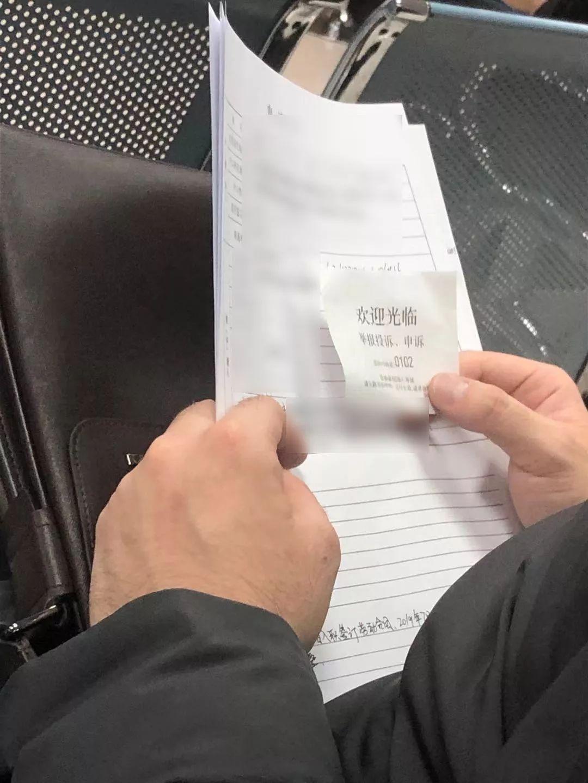 申诉中的劳动仲裁申请人 图/冯超