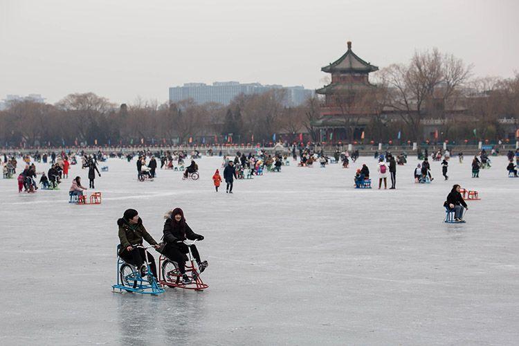 什刹海冰场正式开放 市民排队入场 冰面游人如织图片