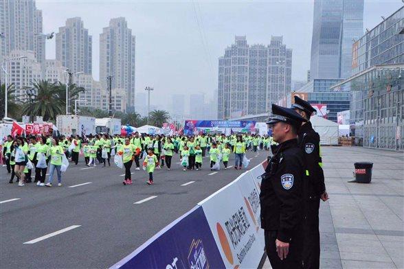 福建厦门警方圆满完成2020厦门国际马拉松赛安保