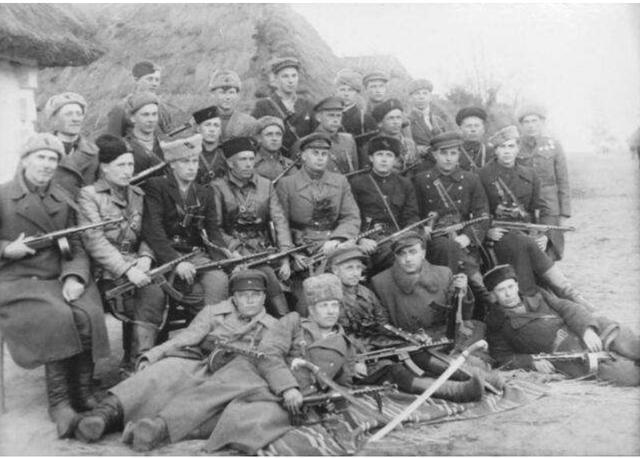 苏联女共青团员掠为女仆,自制炸弹炸死德国总督,安全逃回莫斯科