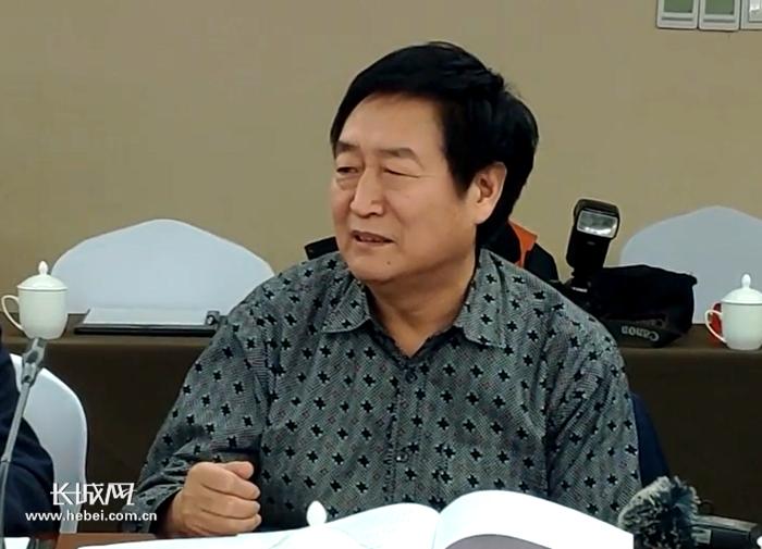 钱金平委员在谈话。 长城新媒体记者郑建卫摄