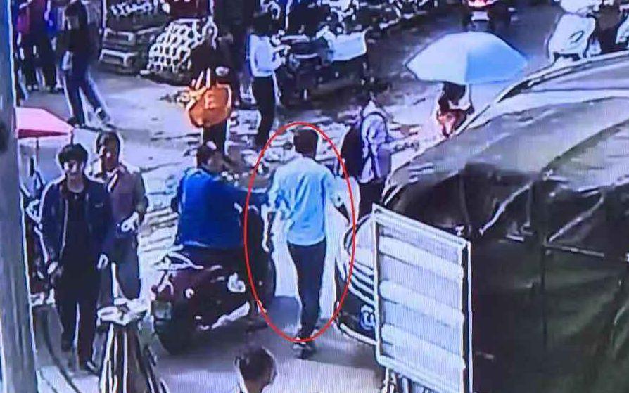 南宁一市场一天两起停车纠纷,一男子持刀追打他人被行拘图片