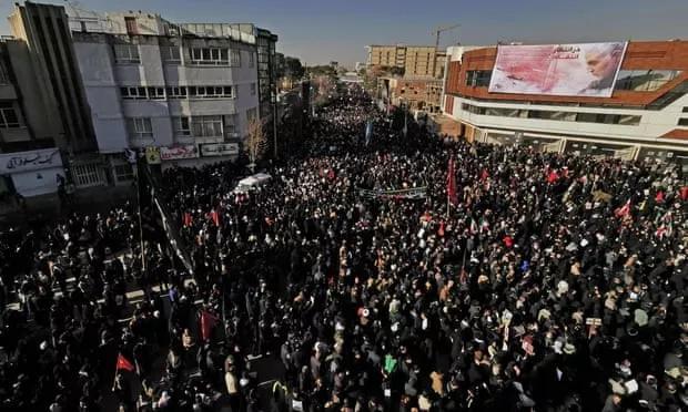 伊朗百万民众送别将军,意外发生图片
