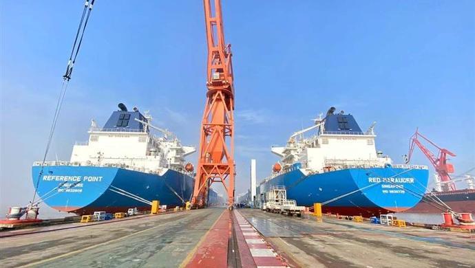 我国四艘新一代超大型液化石油气船今日同时命名图片