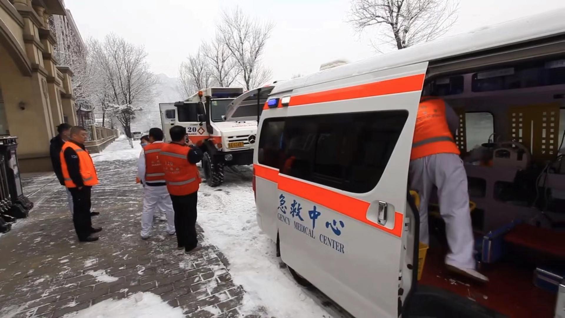 山区九旬老人突发疾病,北京120出动全地形越野救护车图片