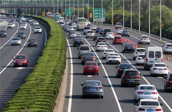 快讯   公安部:我国私家车保有量已突破2亿辆