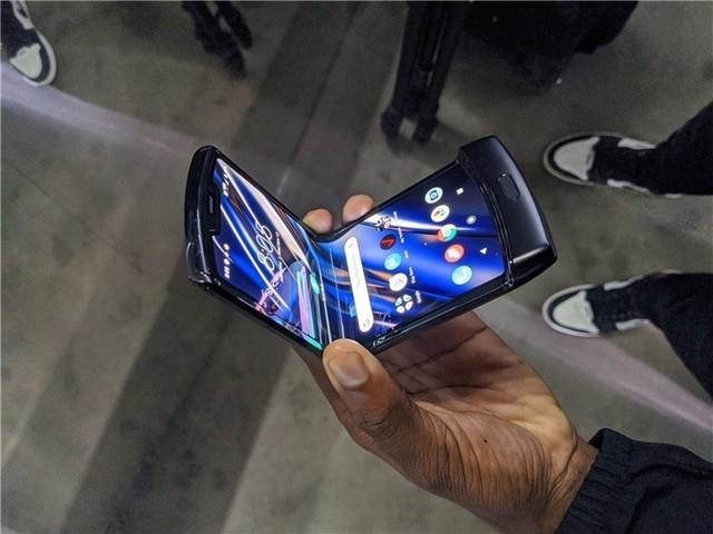 联想杨元庆:第二代折叠屏手机已在路上