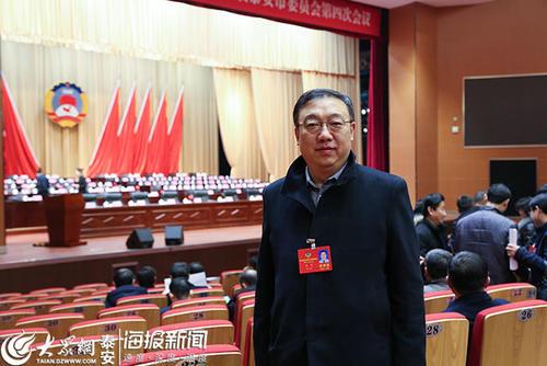 政协委员赵亮:建立大型旅游集散中心解决交通拥堵难题