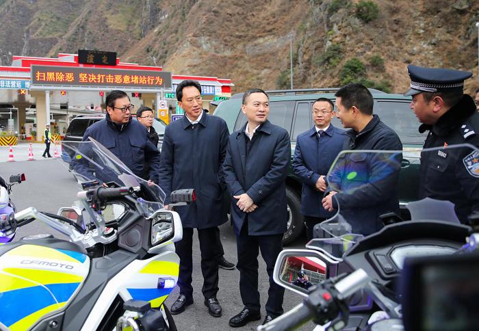 叶寒冰副省长赴甘孜州调研公安工作图片