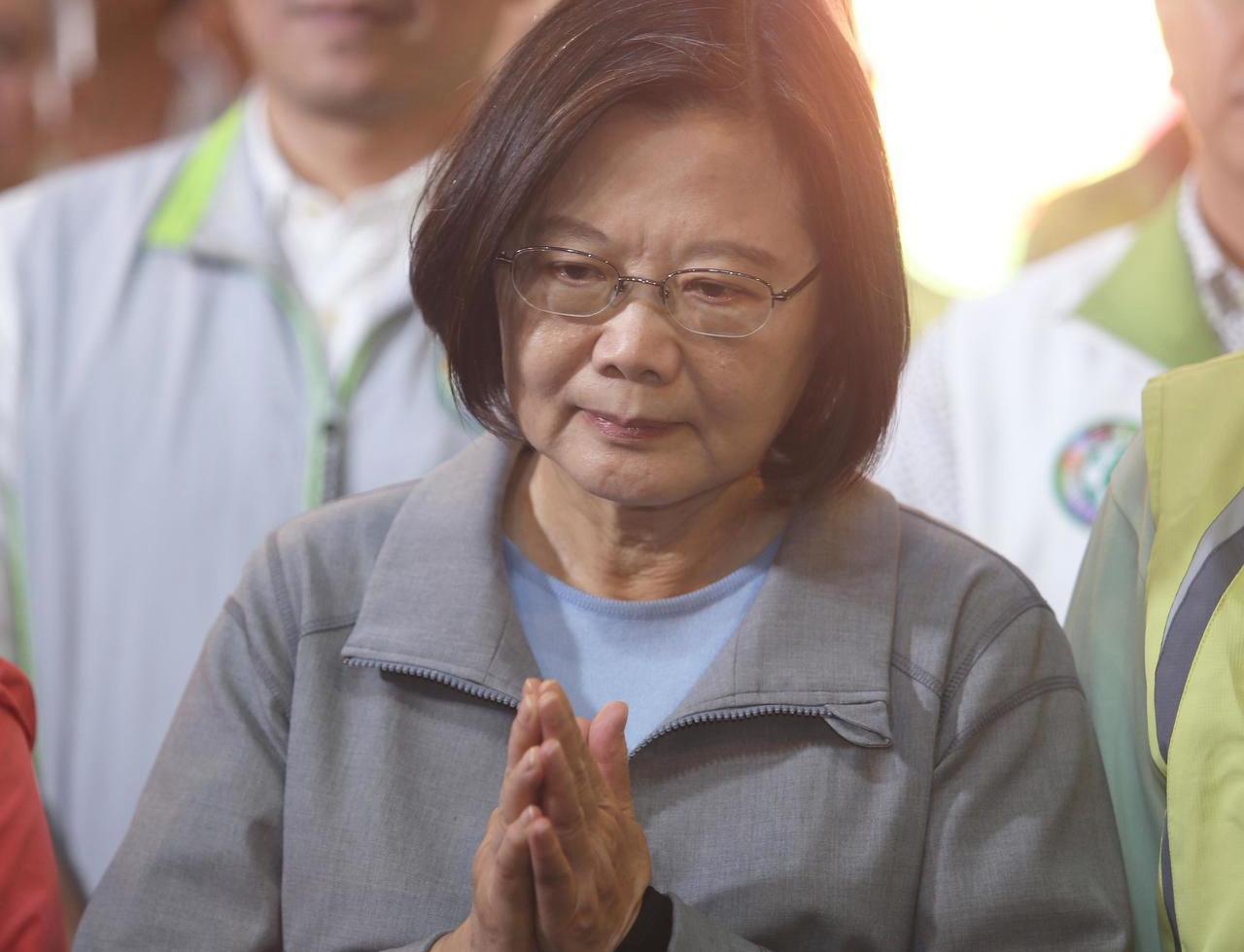 """蔡英文消费香港骗选票 暴徒也斥其啃""""人血馒头""""图片"""