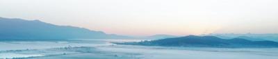 异龙湖湿地清晨美景。   何新闻摄