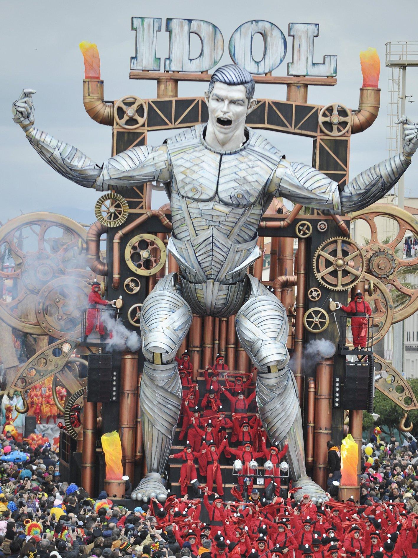 """C罗""""现身""""狂欢节,这么大的""""总裁""""你见过吗?图片"""