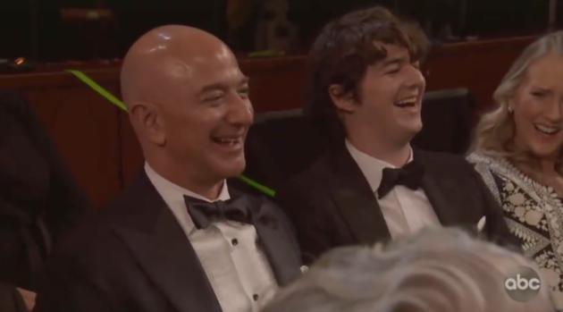 """""""他太有钱了…""""奥斯卡颁奖礼上贝索斯被柠檬"""