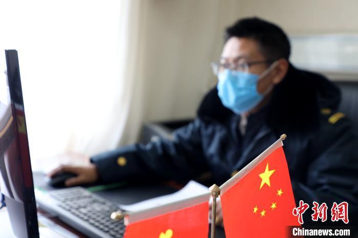 青藏铁路线上的一封请战书:站好最后一班岗图片