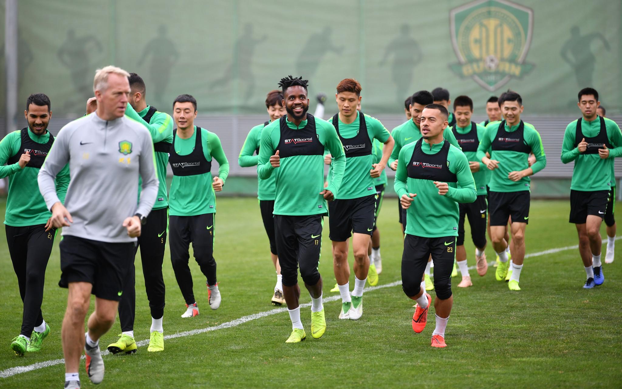 与清莱联的亚冠小组赛不延期,2月份男足只能看国安图片