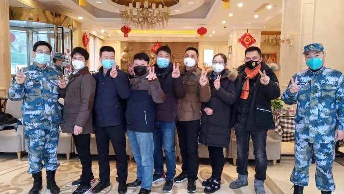 """奋战在住地厨房的""""七武士"""",令驰援武汉的上海军医倍感温暖:让我们有家的感觉!图片"""