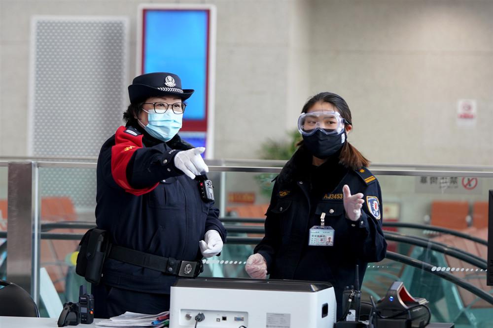 """【战疫最前线】警医母女:抗""""疫""""面前互相鼓励图片"""