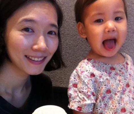 女主张智星与女儿娜燕的合影(MBC电视台)