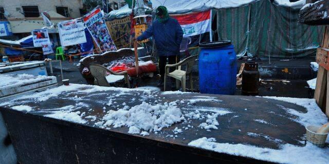 巴格达迎来12年来首次降雪。(图源:美联社)