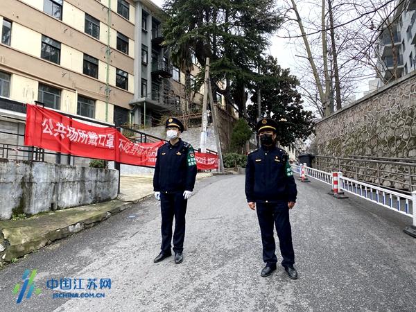 """居民社区的""""守护神"""" 南京2430名城管队员冲在防疫第一线图片"""