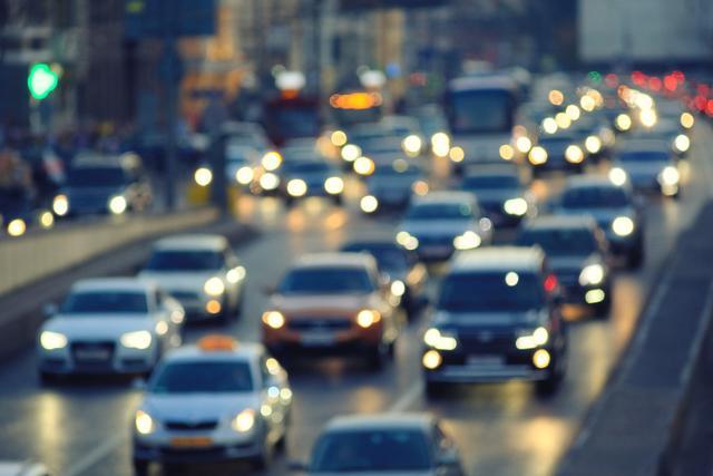 清明假期首日,全国交通流量比去年同期下降16%