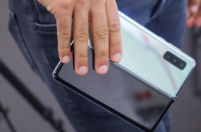 智能手机面板市场洗牌:京东方首次超越三星成全球第一