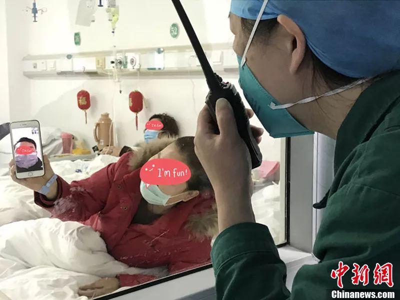 武汉金银潭医院病房内。李洁 摄